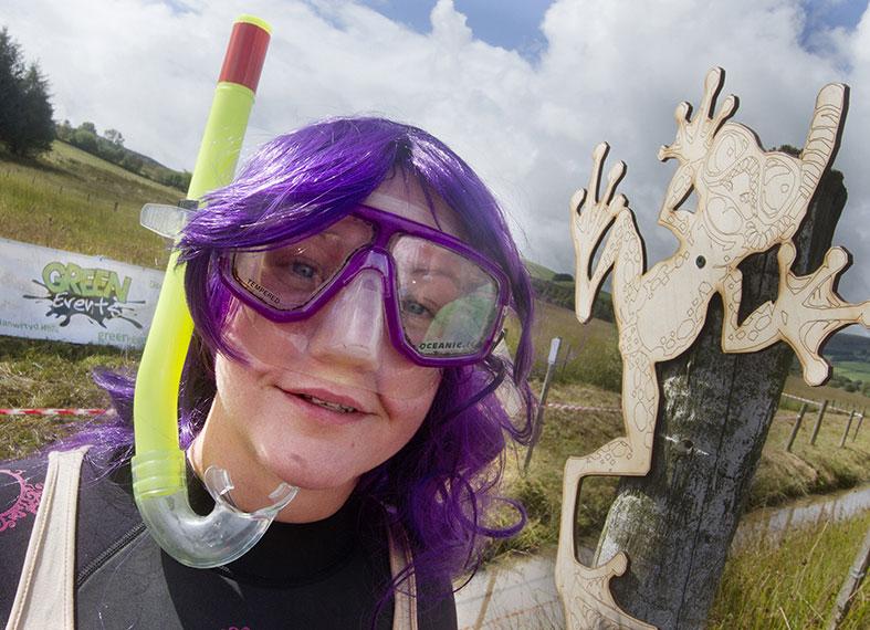 Bog snorkelling woman