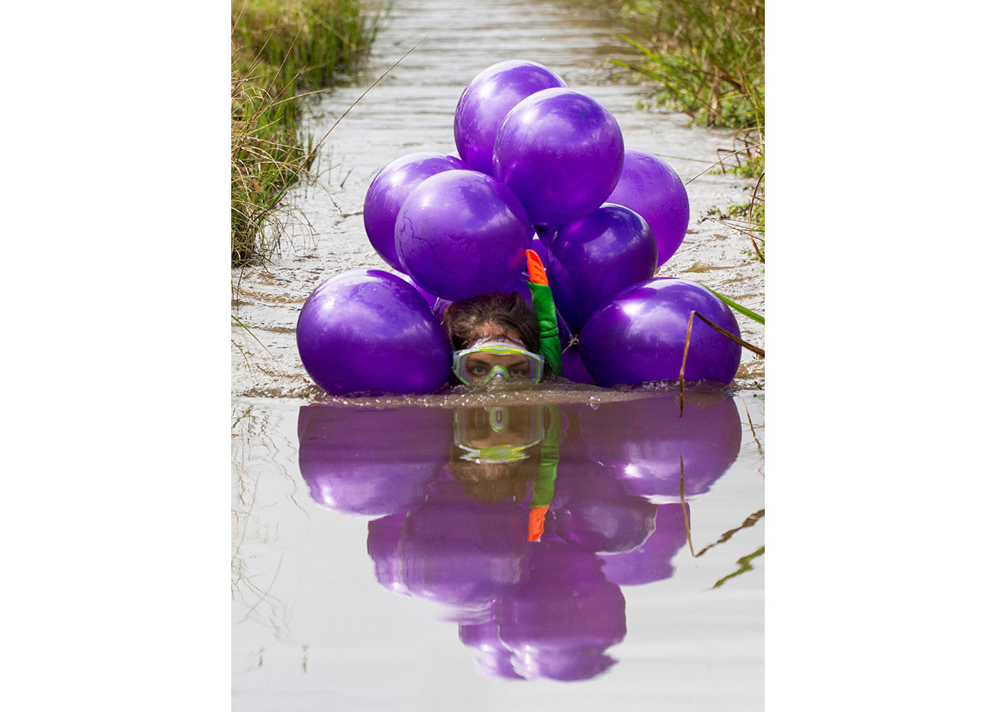 Bog snorkelling with balloons