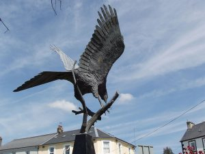 Statue of a red kite in the centre of Llanwrtyd Wells