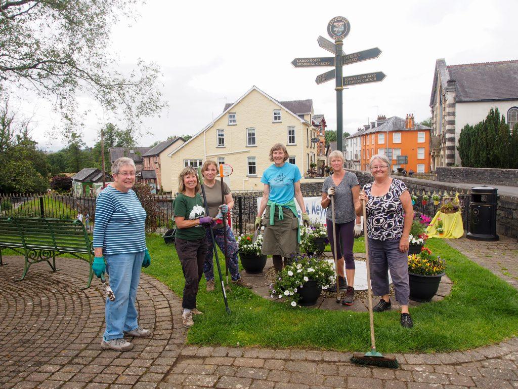 Portrait of gardeners in Llanwryd Wells